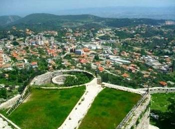 Круя - городок  на склоне горы Сари Салтику