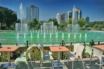 Самый крупный город страны – столица Тирана