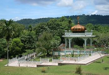 Гробница султана Болкияха расположена в столице Брунея