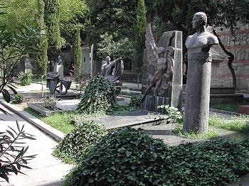 На Святой горе в Тбилиси расположен Пантеон Мтацминда