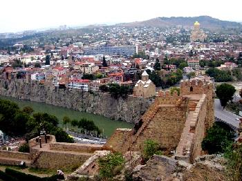 Крепость Нарикала в Тбилиси, возведенная над городом