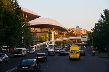 Многие трассы Грузии приведены в надлежащее состояние и предназначены для скоростной езд