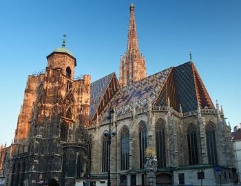 цемент для шпиля собора Святого Стефана замешан на белом вине