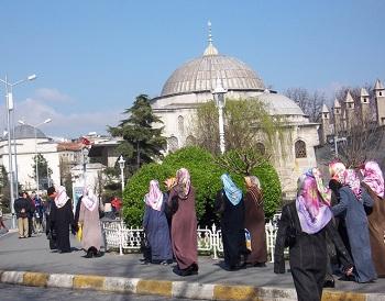 Некоторые мечети открыты для посещения туристами