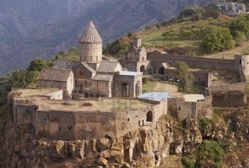 Монастырь Татев  — «Дай крылья!», на скалистом утёсе