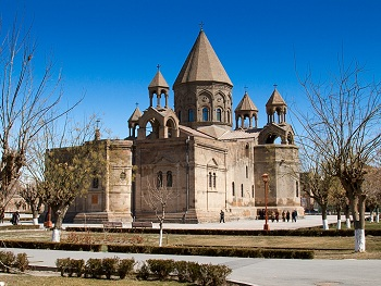 крупнейший религиозный центр Армении, который называется Эчмиадзин