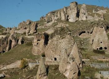 пещерный город Старый Горис