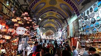 Посетите Гранд-базар, самый старейший в мире рынок