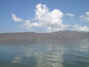 Вид на хребет Арегуни с полуострова Севан