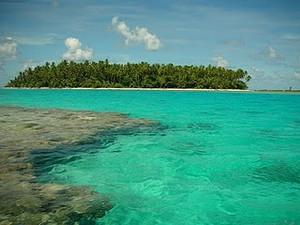 """Каждый остров архипелага представляет собой """"ожерелье"""" крошечных коралловых островков"""