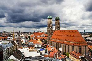В момент строительства церкви (а это XV век!) население всего города Мюнхена составляло порядка 13 тыс. человек