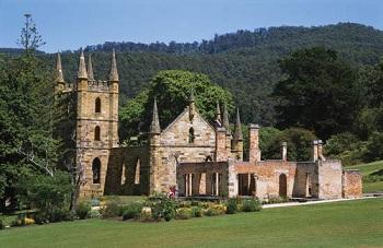Особый интерес представляет внушительный храм, который построили в 1836 году