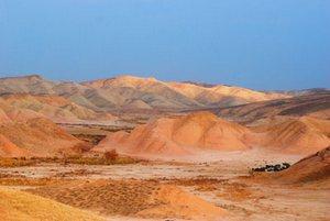 Климатические условия хребта ближе к пустынным