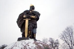 Памятник князю Игорю в центральном парке города Коростень
