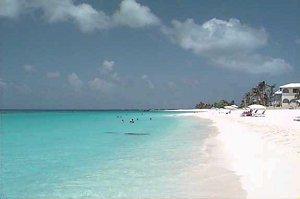 Шоэл-Бей -Ист Весь остров обрамлен пляжами белого мягкого, как мука, песка, которые омываются кристально чистой голубой водой
