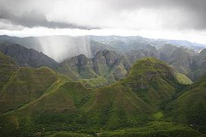 Ландшафты парка Амборо, его скалы, долины и ущелья составляют пейзажи божественной красоты