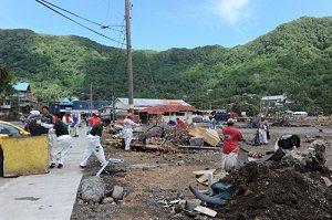 В результате цунами погибли 14 человек
