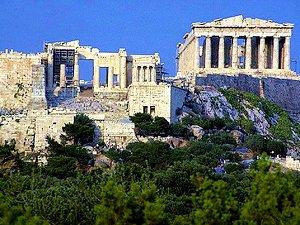 у подножия Акрополиса