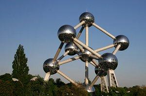 Атомиумом в Бельгии