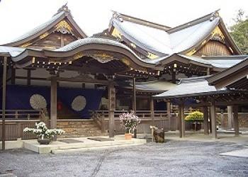 Храм Исэ дзингу, посвященный богине Солнца Аматэрасу