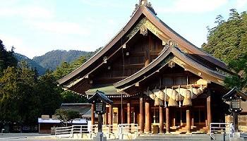 Идзумо-тайся древнейшее и крупнейшее синтоистское святилище, посвященное богу ветра Сусаноо