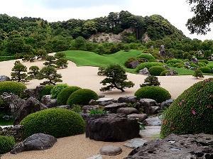В случае обрыва корней или наличия дефекта у камня лучше посадить траву или кустарник, скрыв эти недостатки