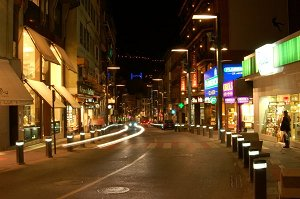 Центральная улица города Андорра ля Велла ночью