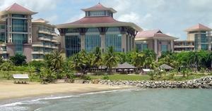 .Младший брат султана, Джефри,построил для туристов роскошный отель Эмпайр, стоимостью в 900 миллионов долларов