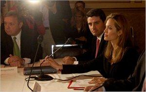 Активистки боснийской ассоциации «Женщины — жертвы войны» обратились в ООН с жалобой на Анджелину Джоли