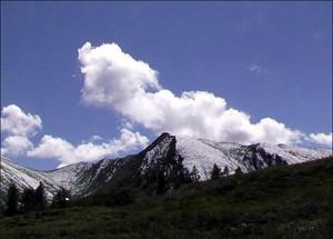 Среди монголов был очень развит культ гор.Каждая гора имела своего покровителя