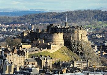 Эдинбургский замок расположен в центре столицы Шотландии
