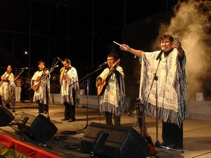 Боливийская группа «Лос Къяркас» (Los Kjarkas) является одной из популярнейших поп-групп Анд