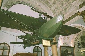 крупный экспонат – самолет