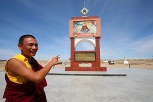 В XIX веке в Монголии жил монах, последователь секты красных шапок - Данзанравджа
