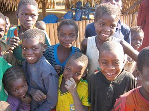 Население Анголы