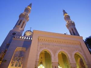 Международный исламский финансовый рынок (IIFM) начал свою работу в апреле 2002 г.