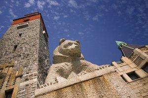 Статуя медведя у Национального музея Финляндии, Хельсинки