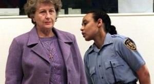 Биляна Плавшич добровольно сдалась Международному трибуналу по бывшей Югославии в Гааге