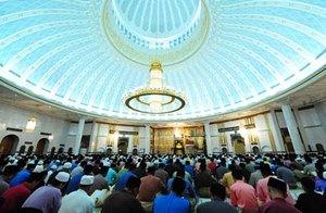 Согласно конституции Брунея все население должно исповедовать ислам