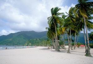 Маракас-Бей - самый крупный пляжный район Тринидада