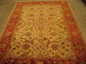 Пёстрый этнический состав страны уподобляет её красочному ковру