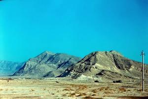 Южный склон хребта Большой Балхан изрезан глубокими каньонами с 200-400 метровыми бортами