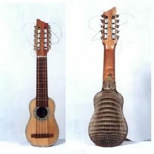 Гитара чаранго изготовленная из панциря броненосца