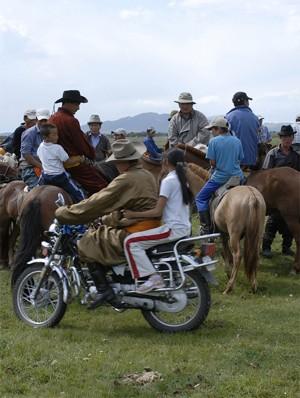 В Бургедэ съезжаются охотники за удачей со всей Монголии
