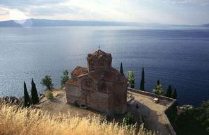 Из особо интересных и красивых можно выделить такие, как церковь св. Софии, церковь св. Иоанна Канео, церковь св. Богородицы