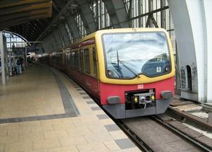 Комфортным способом увидеть Берлин с высоты, пусть и не столь большой, как купол Рейхстага, является поездка на проходящей над центром города электричке S-Bahn