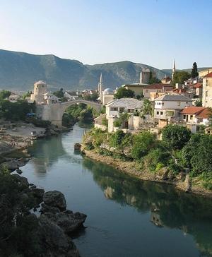Граница с Боснией находится высоко в горах в районе Пивского озера