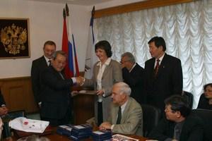 На выборах 2000 г. к власти вернулась ранее правившая Монгольская народно-революционная партия (МНРП)