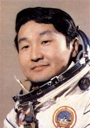 ГУРРАГЧА Жугдэрдэмидийн - первый гражданин Монголии, совершивший полет в космос