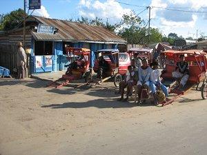 Стоянка рикш на Мадагаскаре